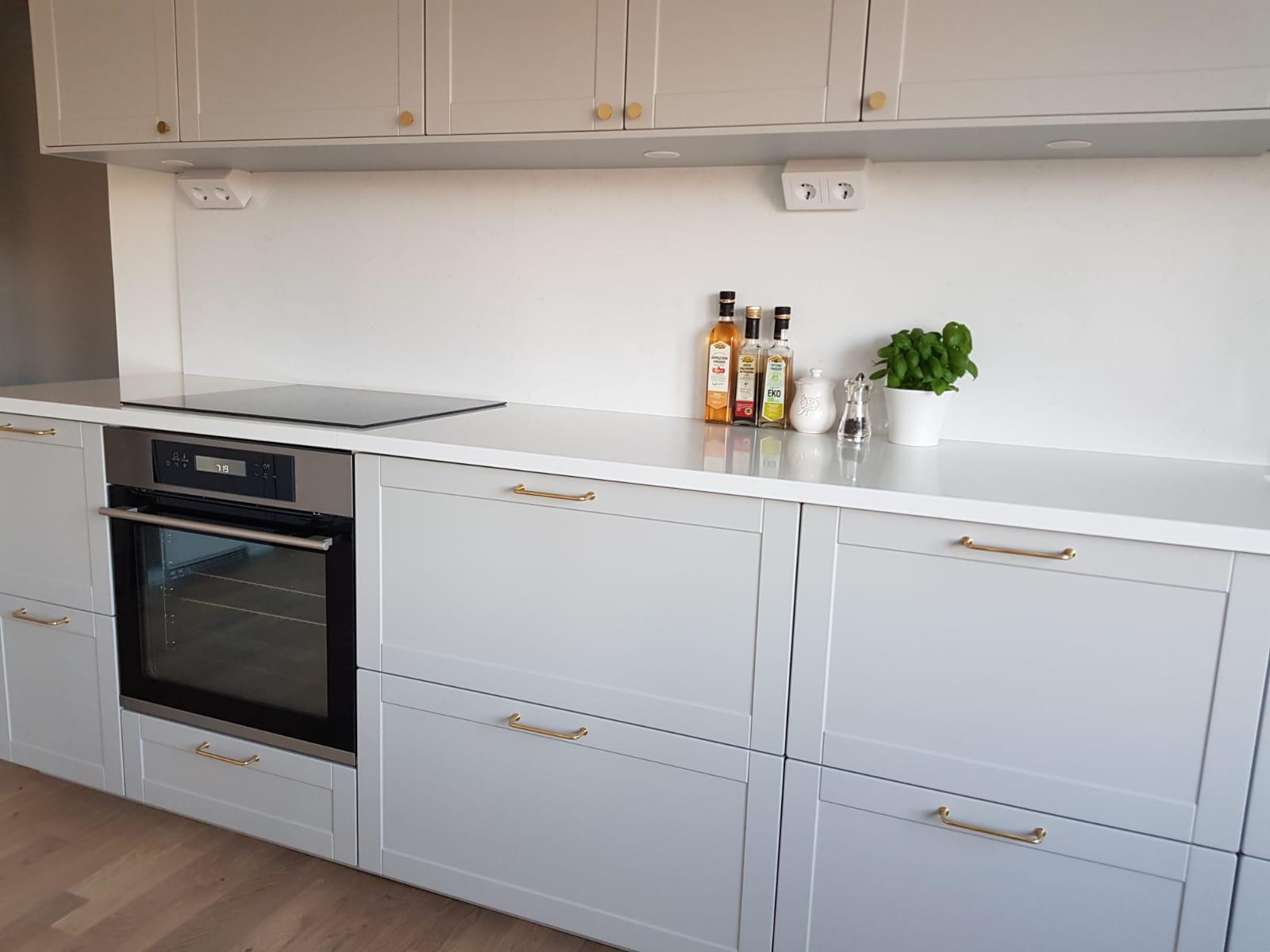 Nya köksluckor till IKEA Metod som ett alternativ till Lerhyttan Grå