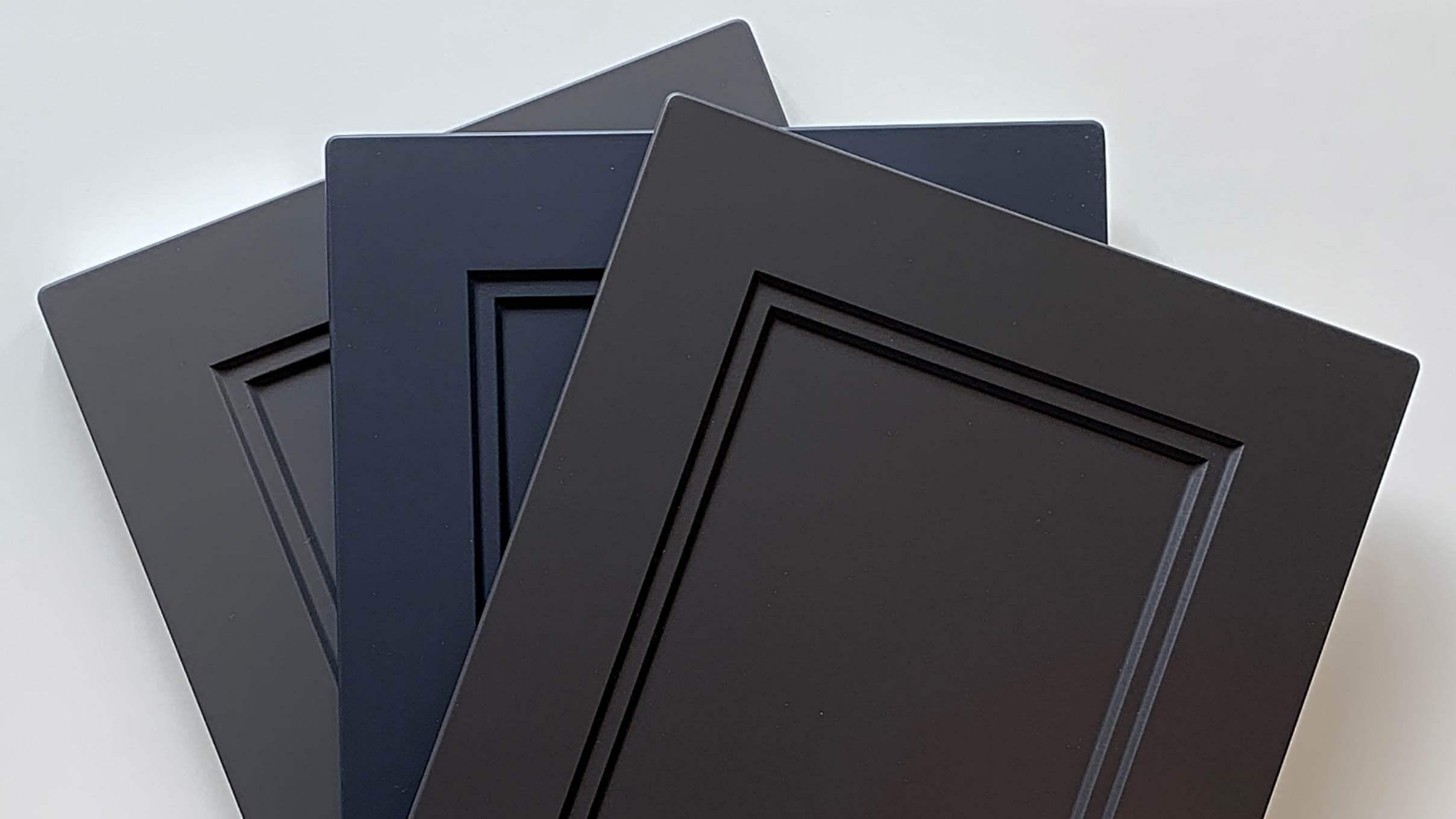 Blåa och gråa nya köksluckor för IKEA-kök