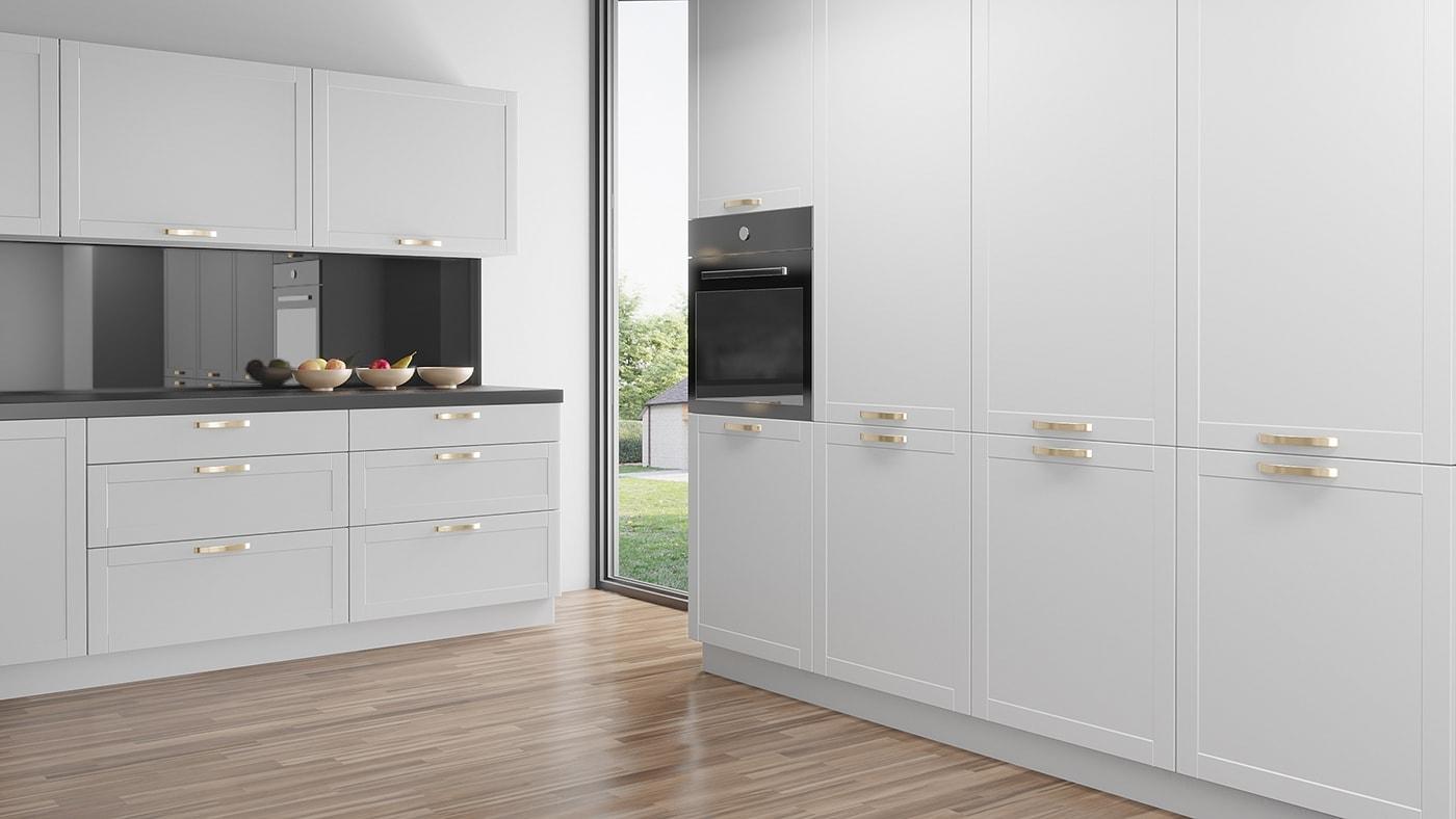 Ett kök IKEA Faktum med vackra vita köksluckor